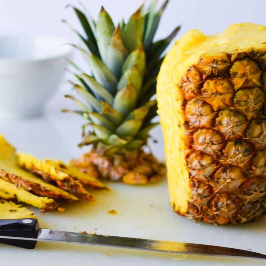 how to slice pineapple, knife and pineapple