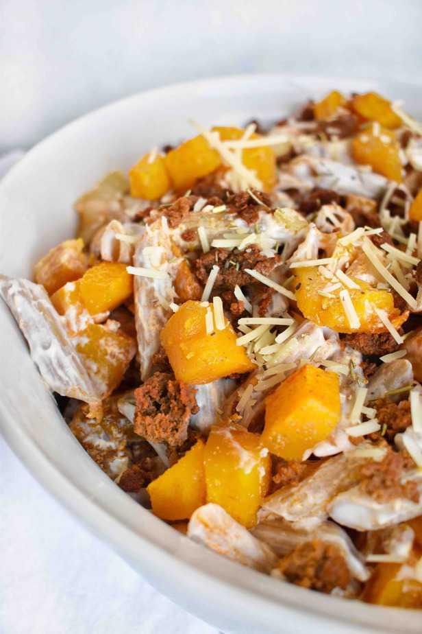 white bowl of pasta