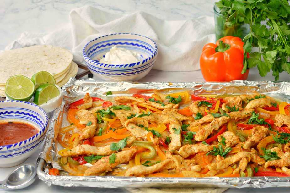 sheet pan full of cooked fajitas.title.