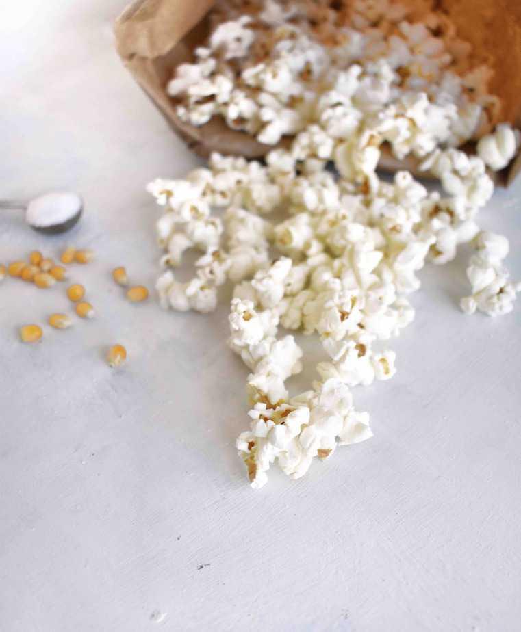 popcorn spilling out of papperbag