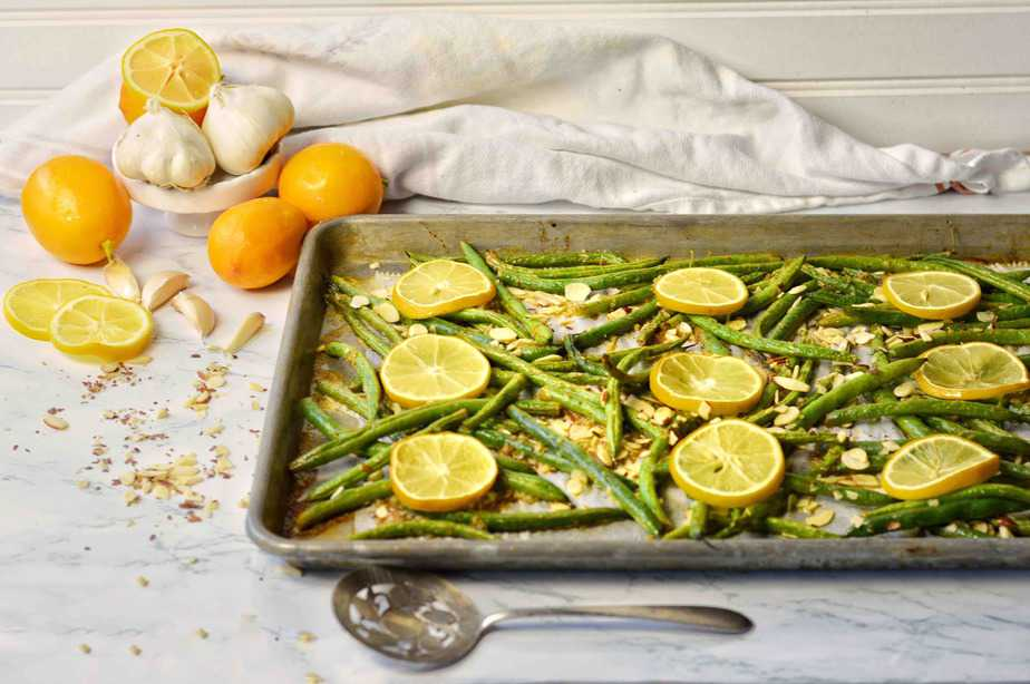 roasted green beans with garlic lemon and almonds